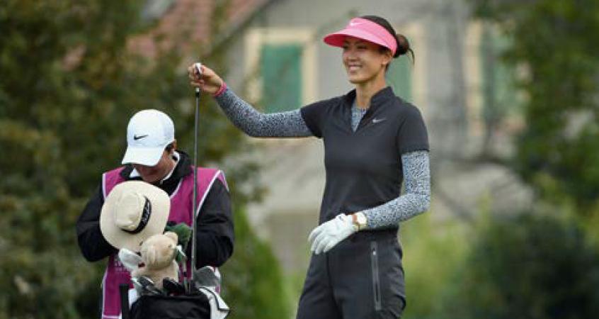 Michelle Wie sort elle-même le club du sac, personne d'autre !